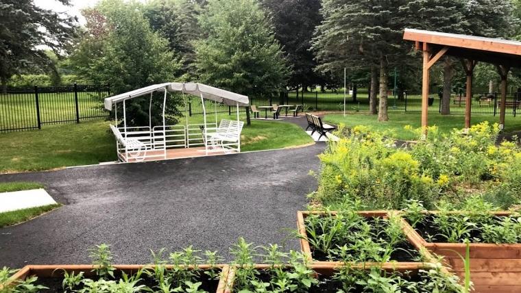 250 000 $ Jardin prothétique à Warwick